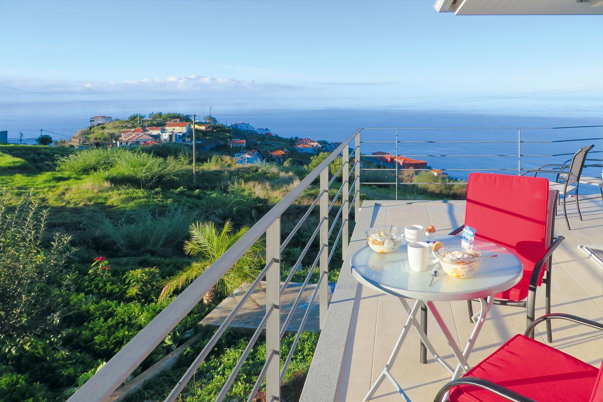 Mar e mais Ferienhaus Madeira Frühstücksterrasse